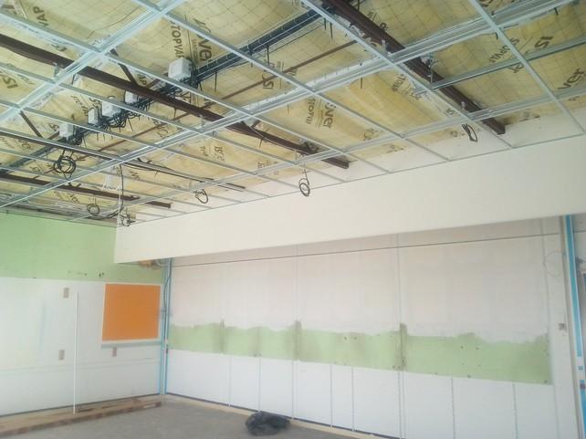 Installation électrique en plafond des classes