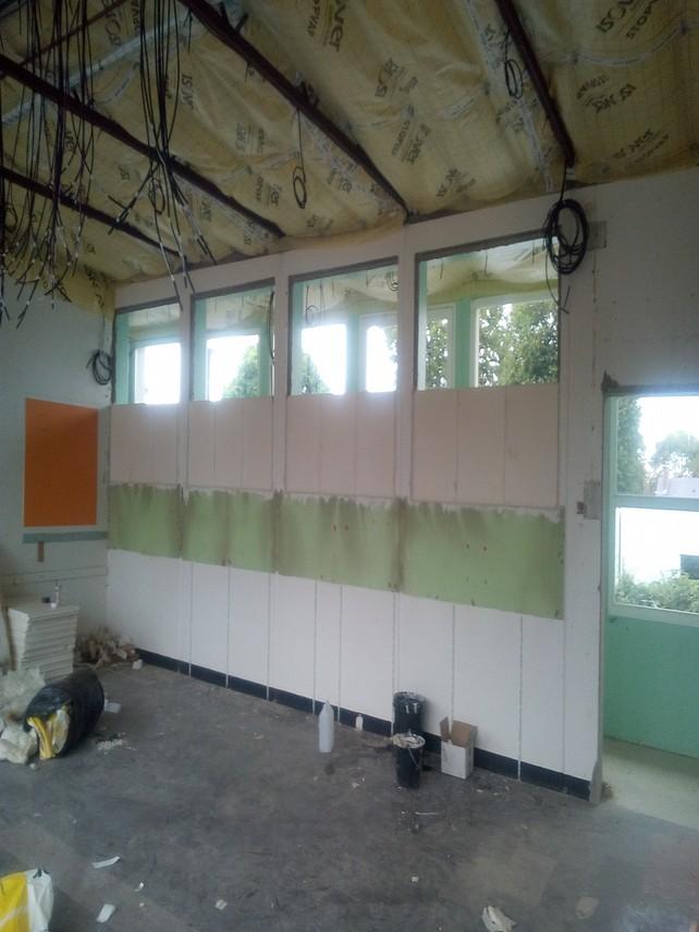 Aménagement de placards dans le couloir vue des classes