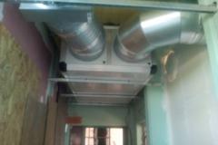 Groupe de ventilation double flux en plafond du couloir