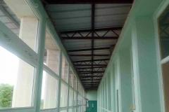 Le couloir après démontage du plafond