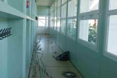 Le couloir pendant le démontage de l'électricité